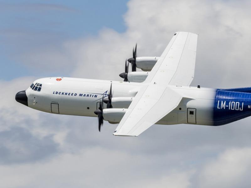 repülőgép összekapcsolási történetek filipino Rijádban