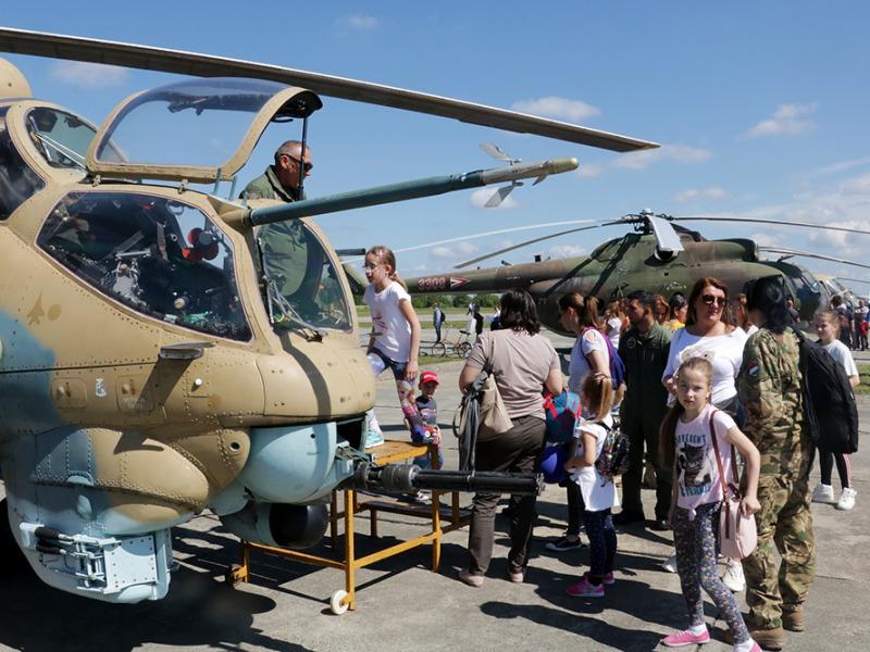 5d6b546bb056 Három jubileumot ünnepeltek a szolnoki helikopterbázison