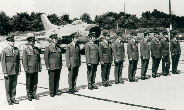 randevú katonai pilóták különböző társkereső oldalak uk